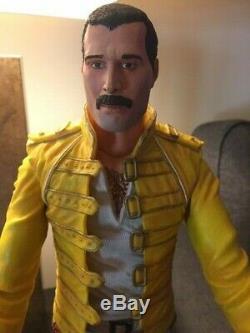 Freddie Mercury / Queen NECA 18 Figure Plays 3 songs! RARE