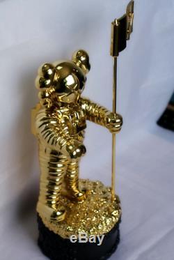 KAWS MTV 11 Life Size VMA MoonMan Video Music Awards VMAS Gold 11 Trophy 28CM