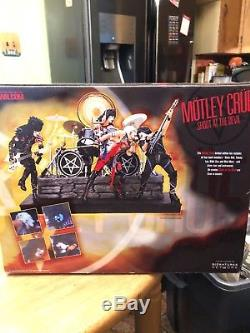 Motley crue action figures deluxe boxed edition with an 45 record